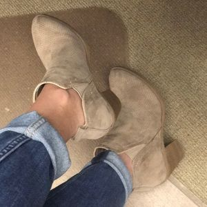 Universal Thread taupe heeled ankle boots